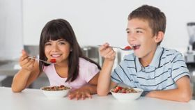 How Can I Get My Child to Eat a Good Breakfast Before School?