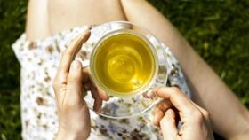 Sip Green Tea for Healthier Teeth